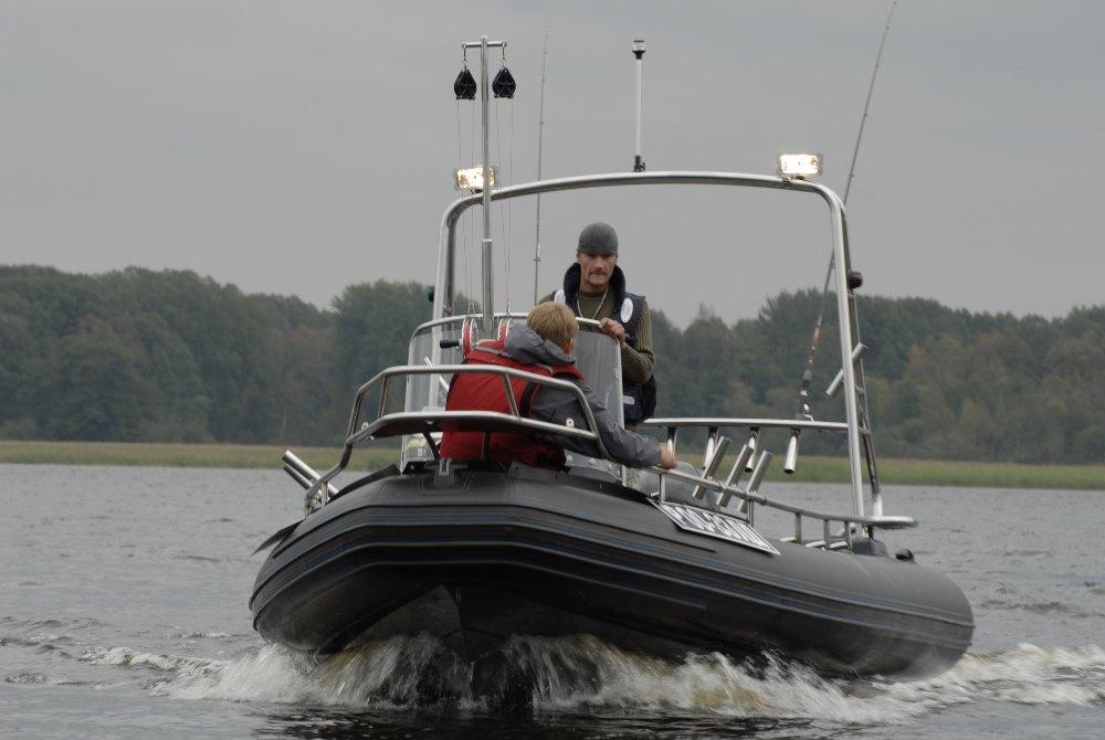 Надежные рейлинги на лодке ПВХ от АртПрофиль