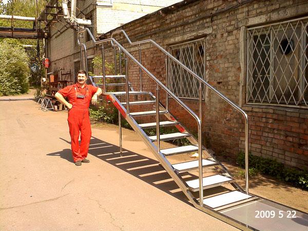 Специалисты по изготовлению металлических лестниц